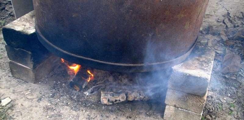 коптильне для горячего копчения из железной бочки на 200 литров