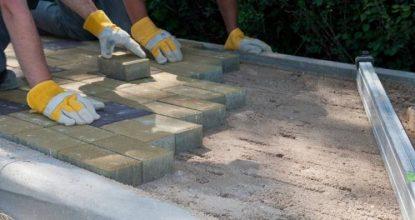 Как выполняется укладка тротуарной плитки своими руками: общие рекомендации